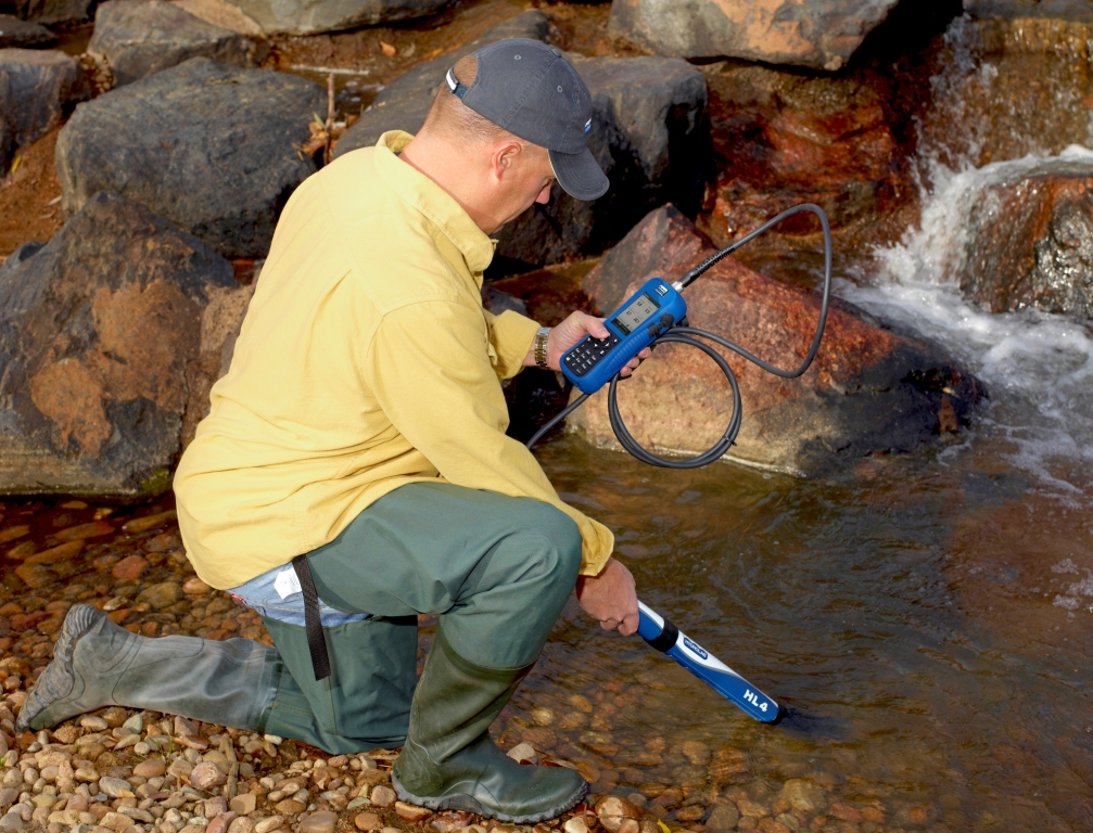 Turbidity measurement with the Hydrolab HL4 multiparameter sonde.